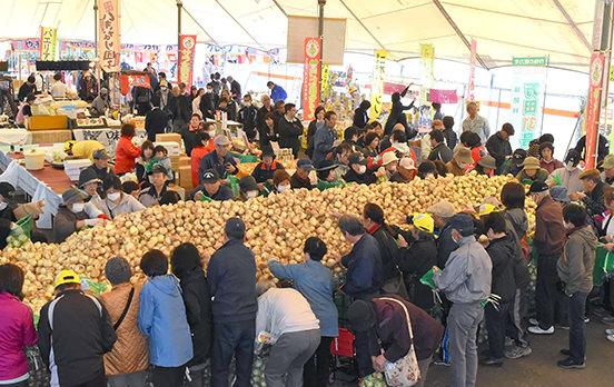 玉ねぎ詰め放題!「サラたまちゃん祭り」開催